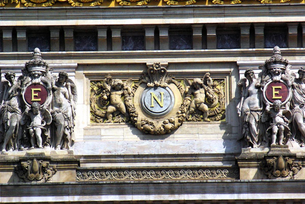 Façade of Palais Garnier © French Moments