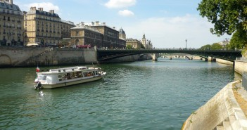 Quais de la Seine © French Moments