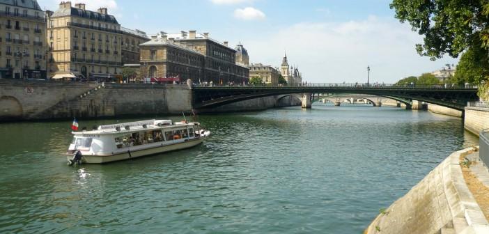 Quais de la Seine © French Moments
