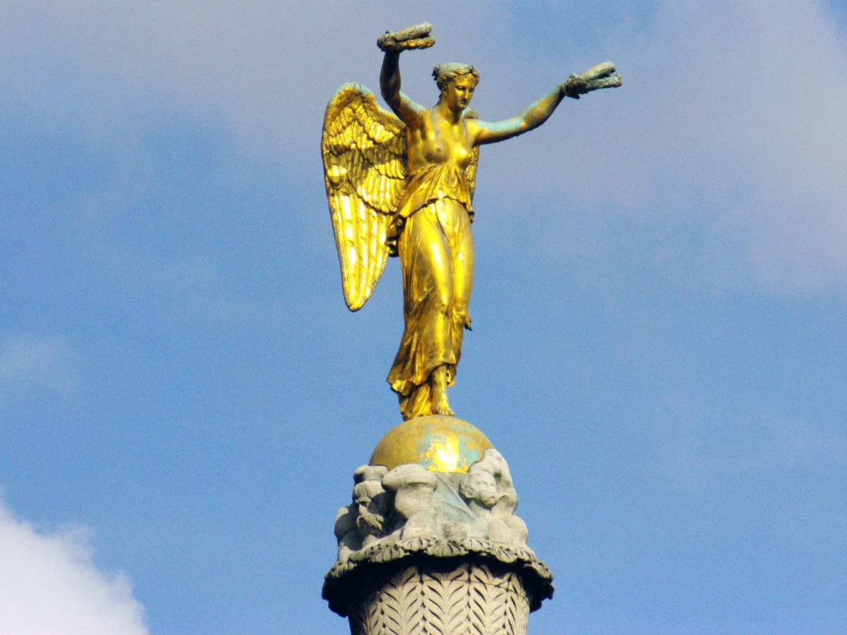 Victory Place du Châtelet Paris © French Moments