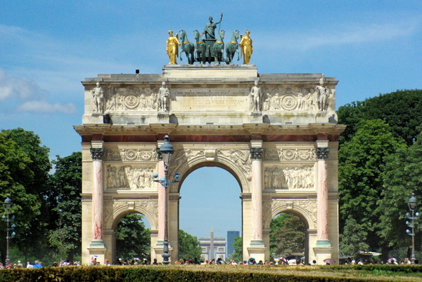 Parks and Gardens of Paris: the Carrousel arch © French Moments