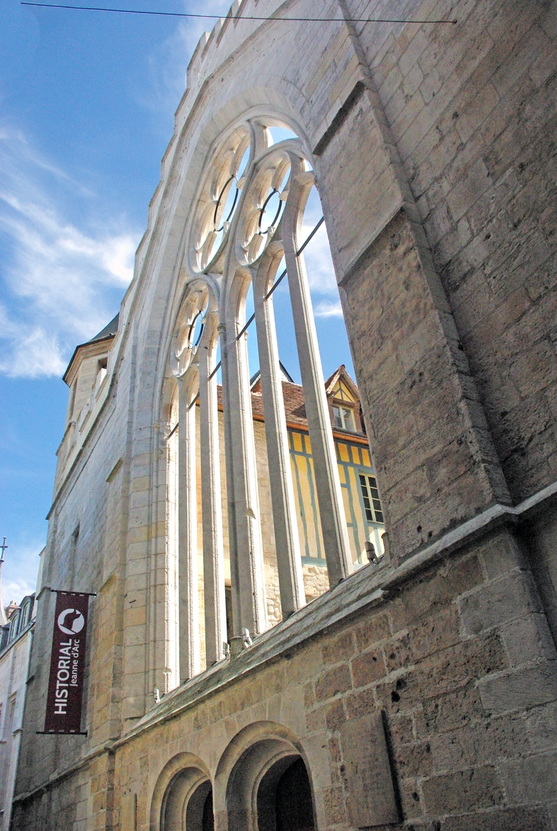 Ruins of the chapel, Rue Saint-Romain, Rouen © French Moments
