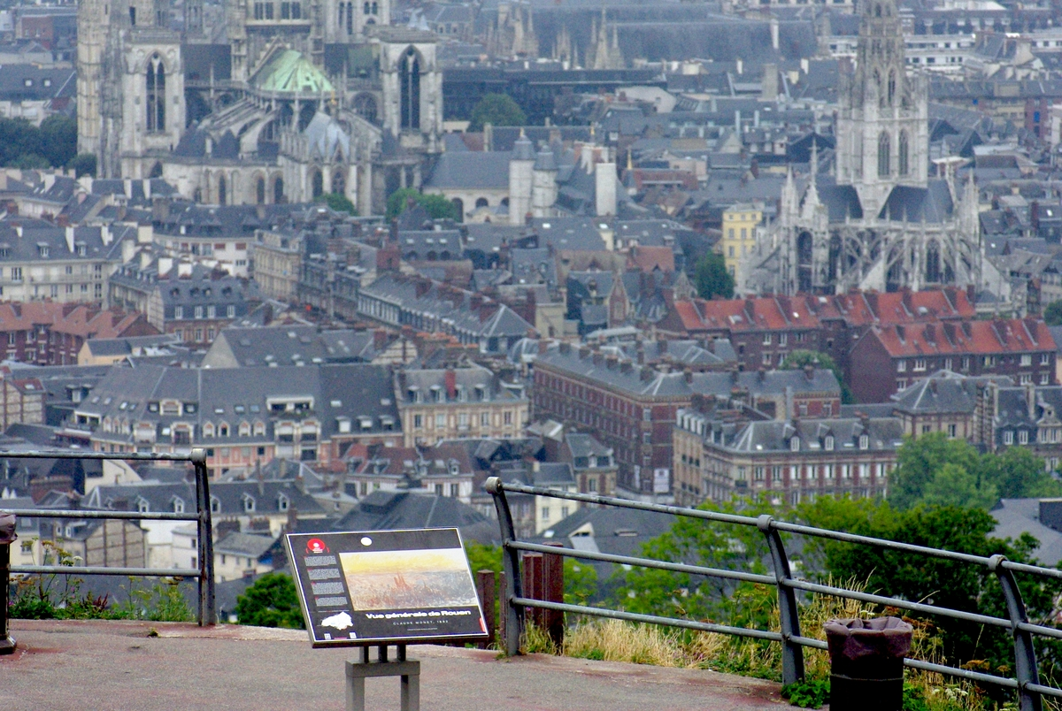 Côte Sainte Catherine in Rouen © French Moments