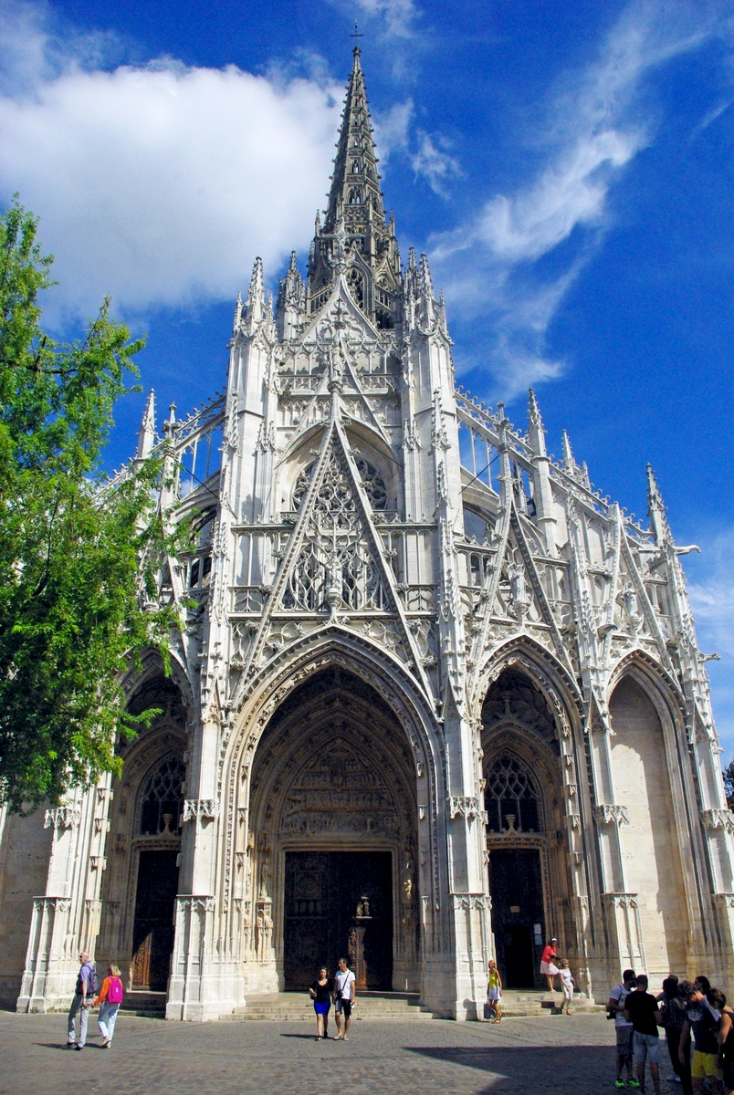 facade of saint maclou in rouen copyright french moments. Black Bedroom Furniture Sets. Home Design Ideas