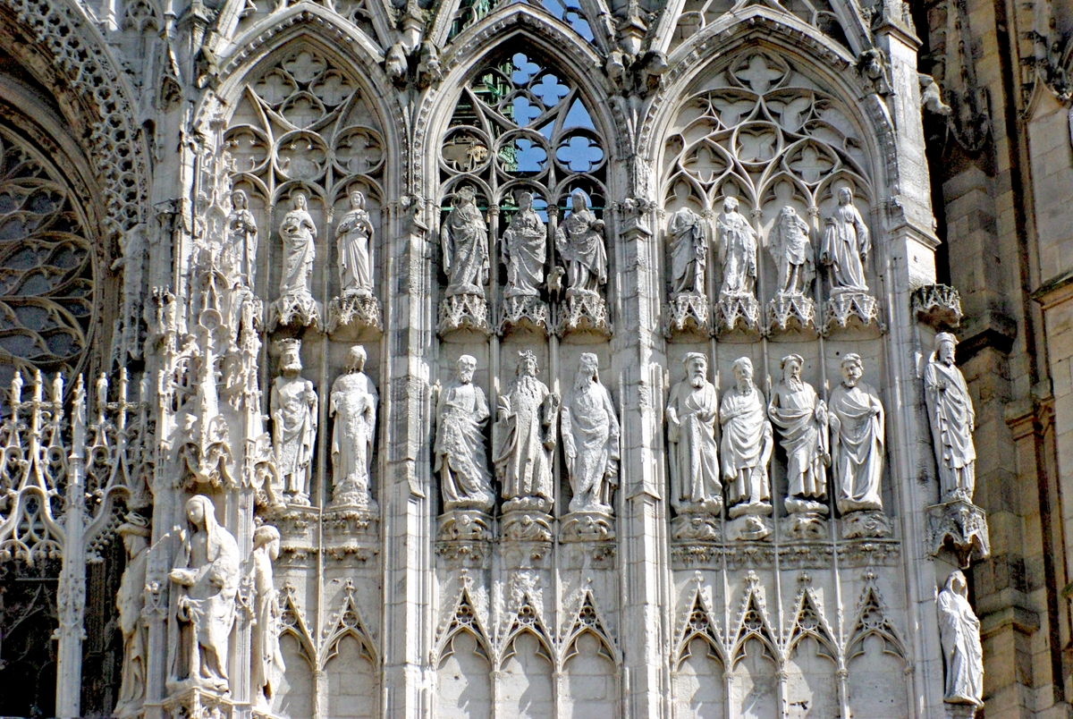 Monumental Statues of the West façade © French Moments