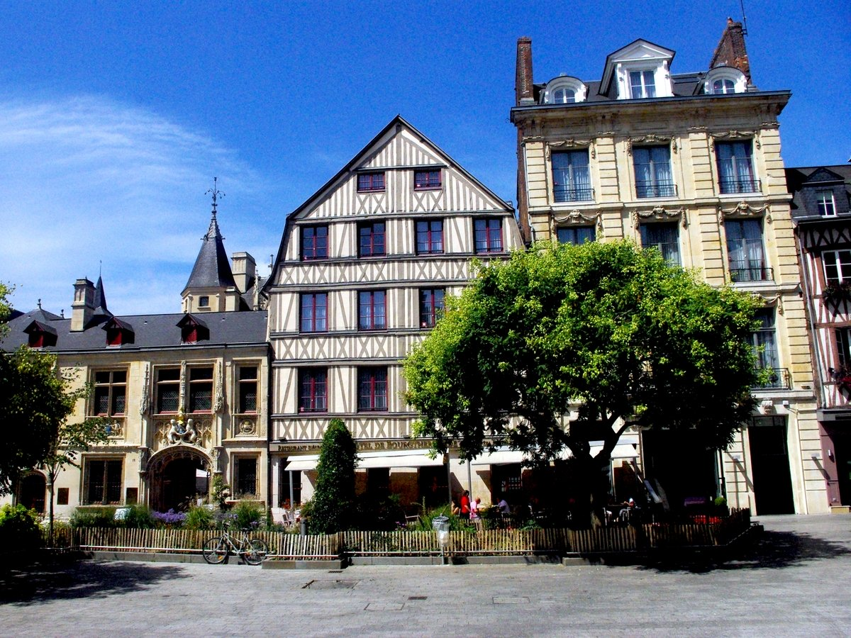 Place de la Pucelle and Hôtel de Bourgtheroulde © French Moments
