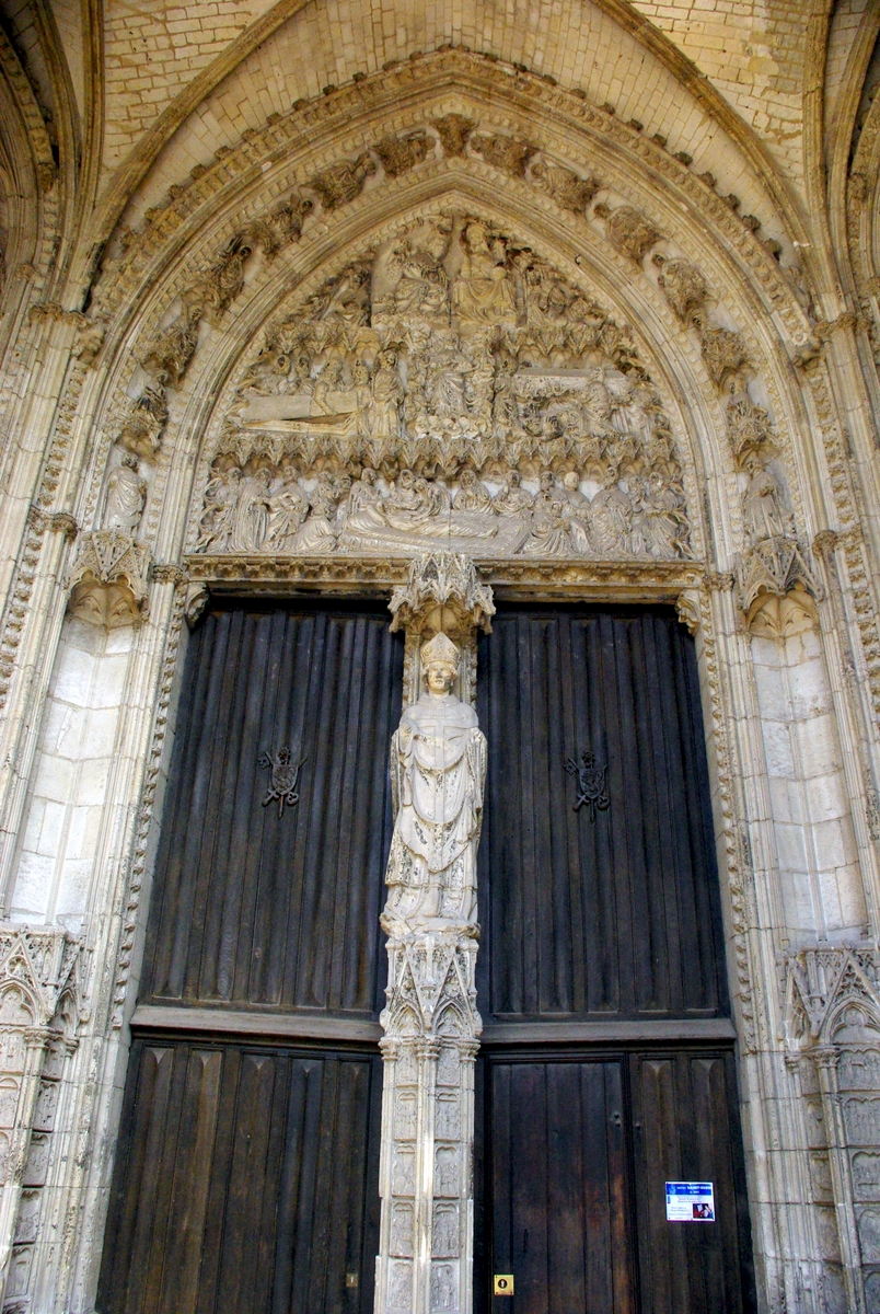 Tympanum and portal of the Marmousets © French Moments