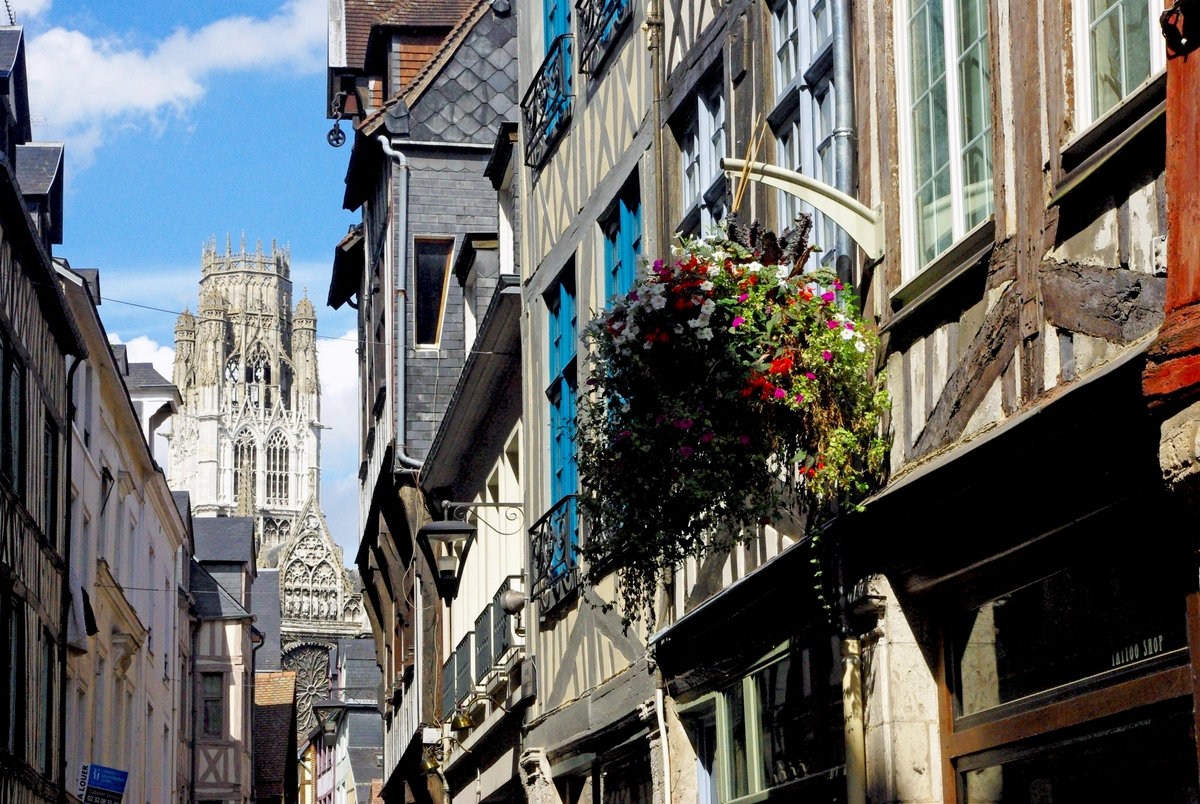 Rue Damiette and the lantern tower of Saint Ouen © French Moments
