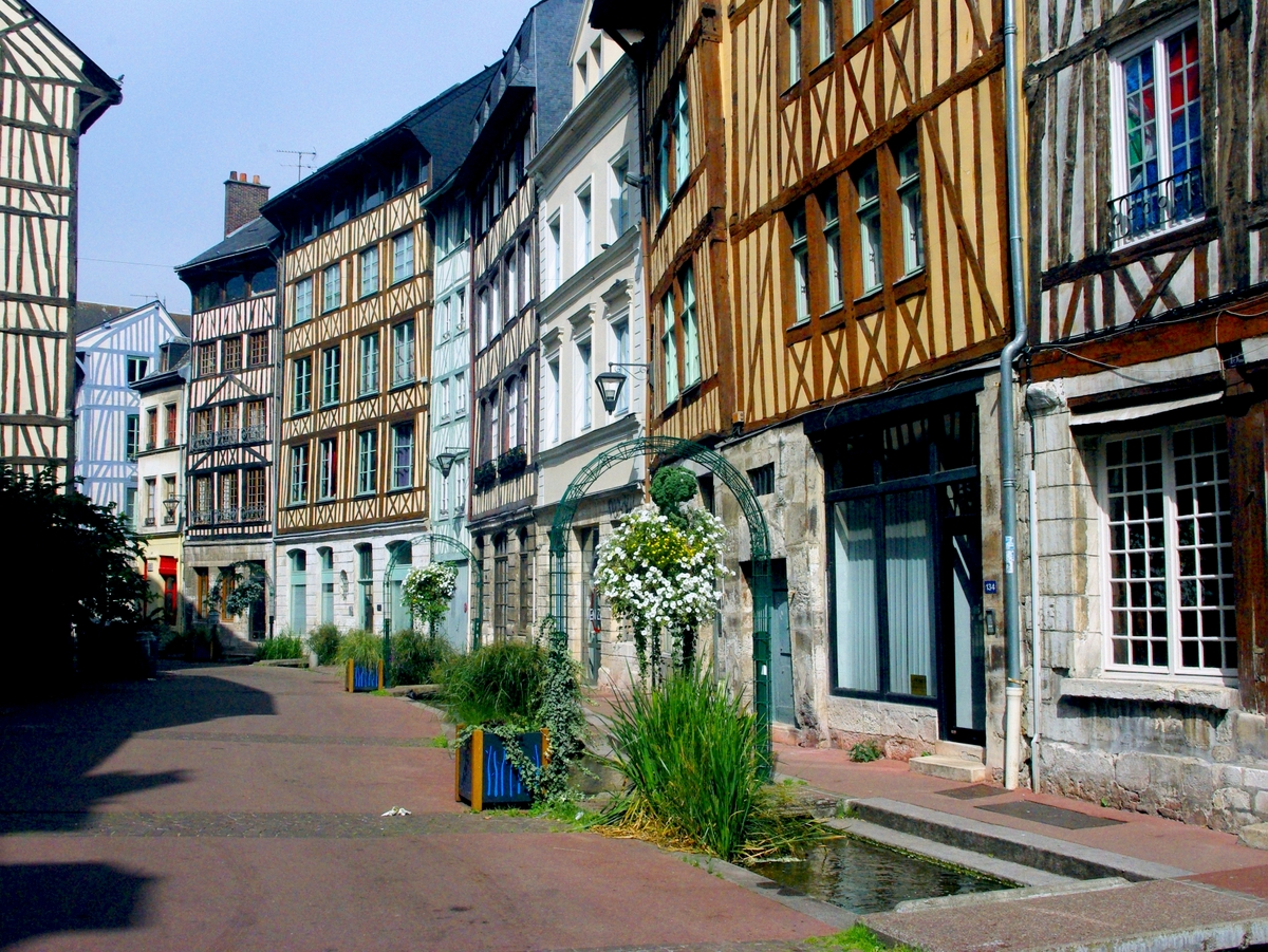 Rue Eau-de-Robec, Rouen © French Moments