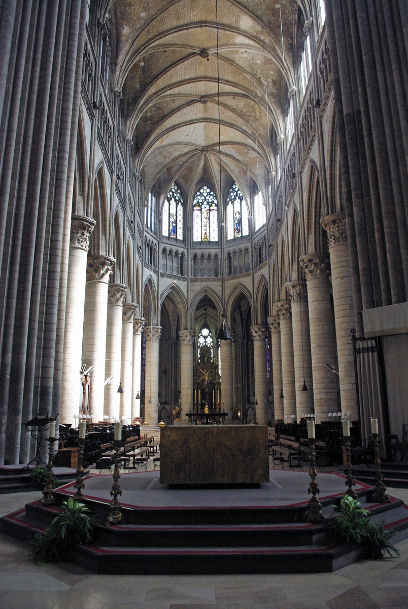 Choir in Rouen Cathedral © French Moments