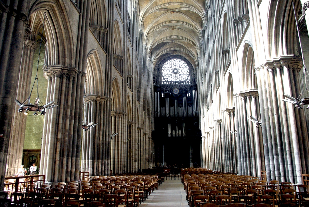 The Nave seen from the Choir © French Moments