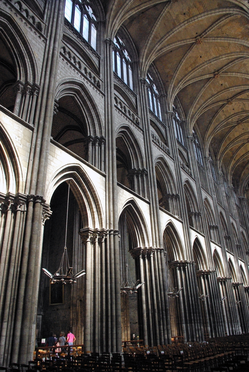 Four-Storey elevation in the Nave © French Moments