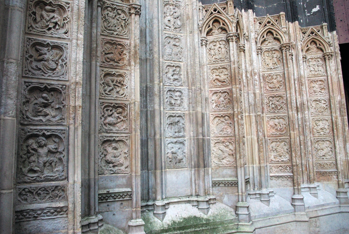 Quatrefoils, North Transept of Rouen Cathedral © French Moments