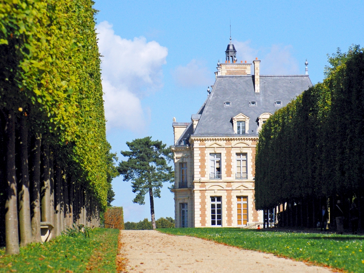 Chateau of Sceaux from Park © French Moments