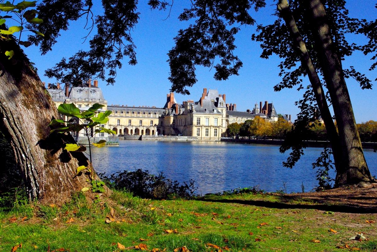 Etang des Carpes 02 Chateau de Fontainebleau © French Moments