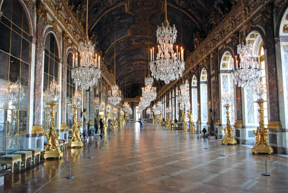 Hall of Mirrors in Palace of Versailles © French Moments