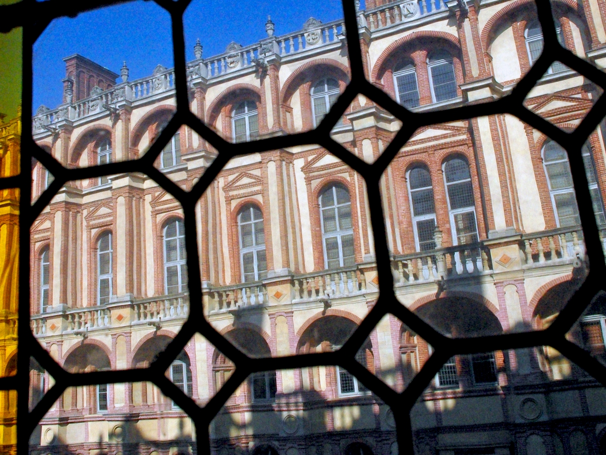 Saint-Germain-en-Laye Castle Stained-Glass © French Moments