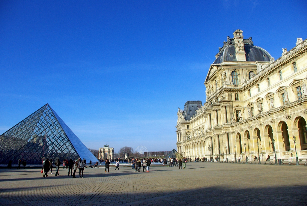 Things to see and do in Paris - the Louvre © French Moments
