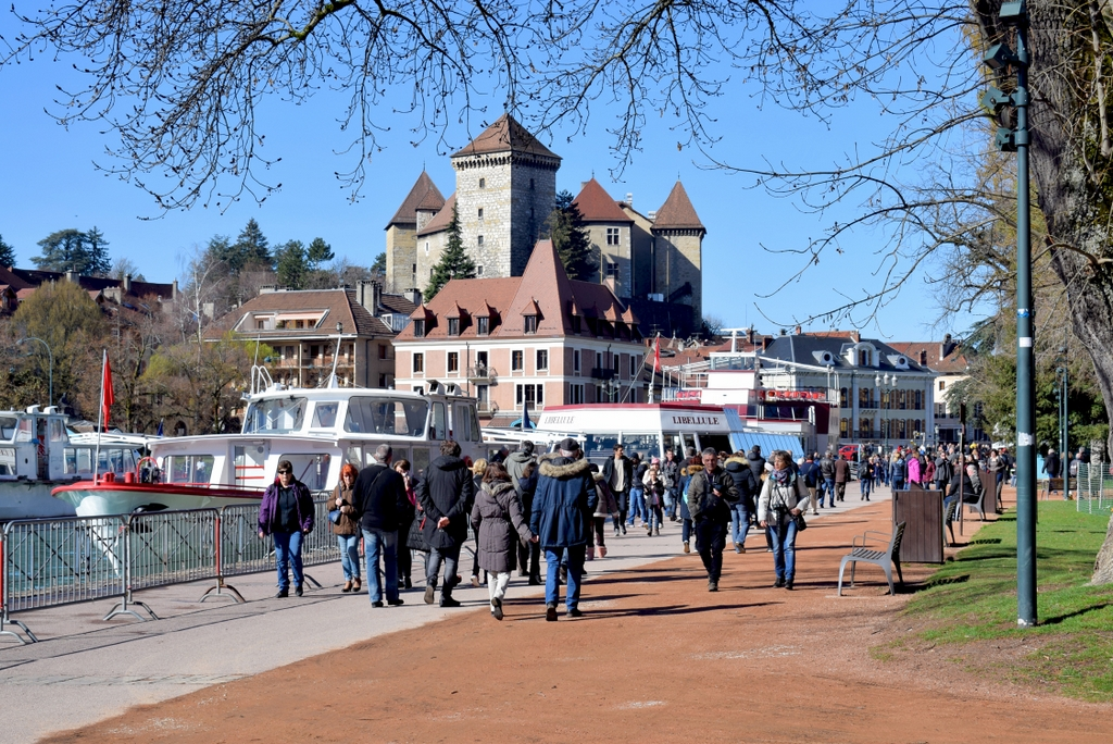 Quai Napoléon III and Annecy Castle © French Moments