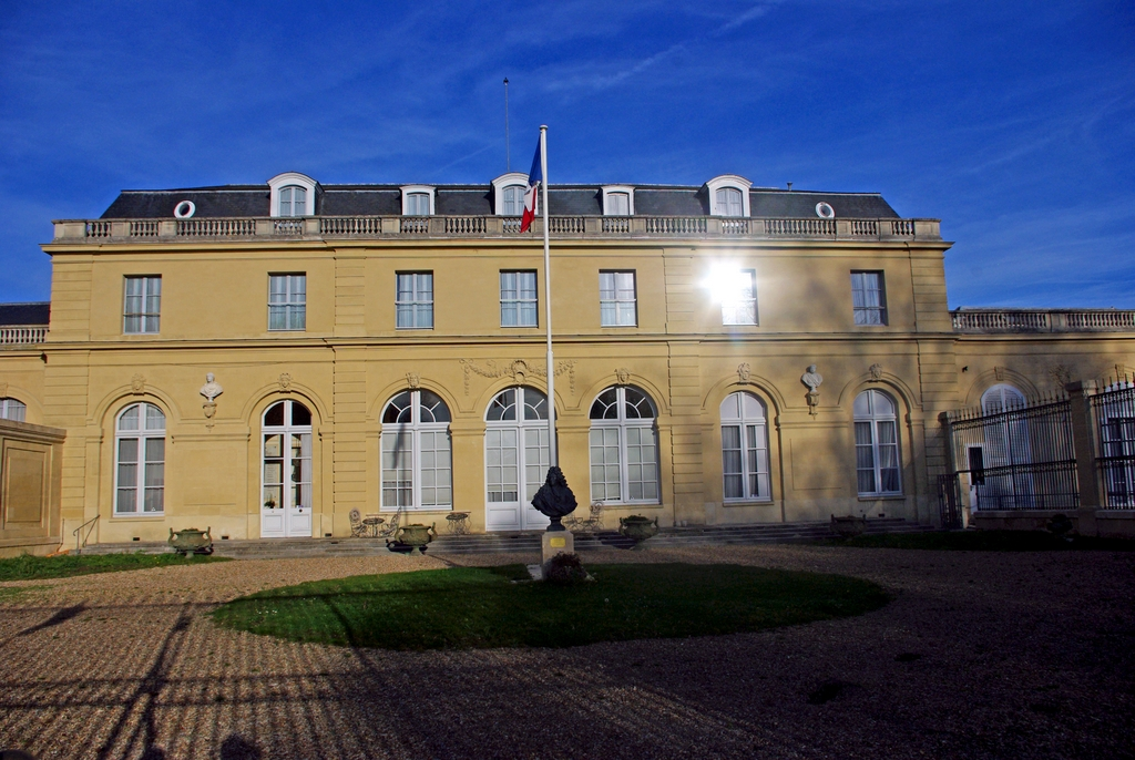 Château du Val in Saint-Germain-en-Laye © French Moments