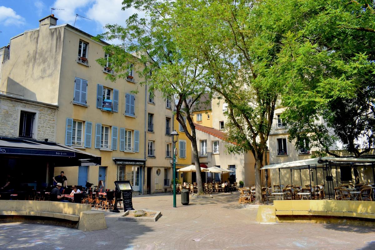 Cour Larcher, Saint-Germain-en-Laye © French Moments