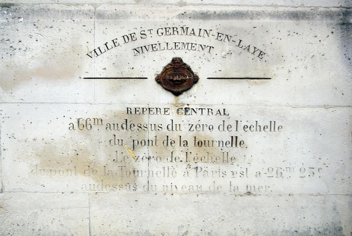 Survey marker in Saint-Germain-en-Laye © French Moments