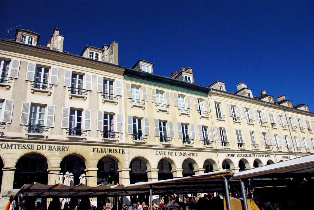Place du Marché, Saint-Germain-en-Laye © French Moments