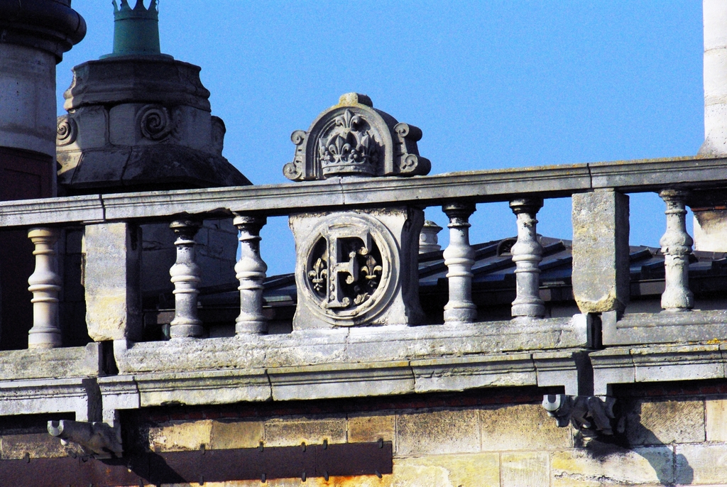 Roof of Saint-Germain-en-Laye Castle 33 copyright French Moments
