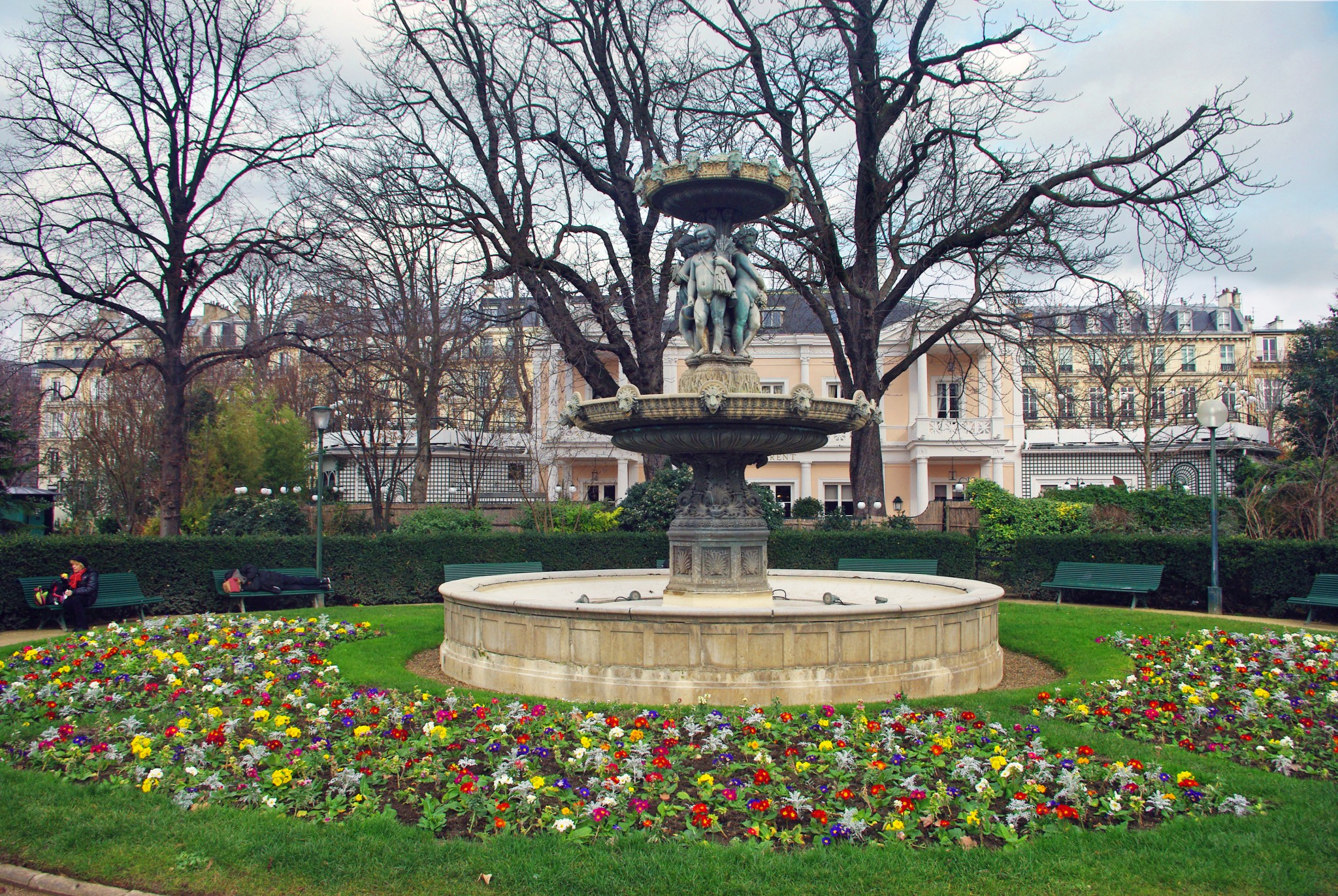 Spring in February in Paris - Jardins des Champs-Elysees 02 © French Moments