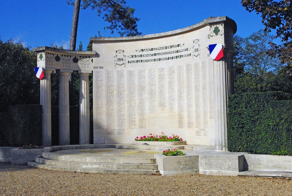 War Memorial in the gardens of Saint-Germain-en-Laye © French Moments