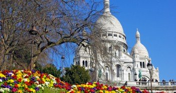 Spring sunny day in Montmartre © French Moments