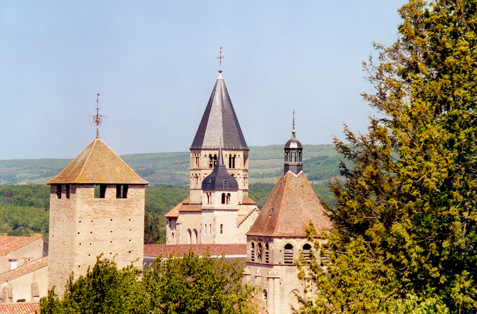 The towers of Cluny - licence [CC BY-SA 1.0] from Wikimedia Commons
