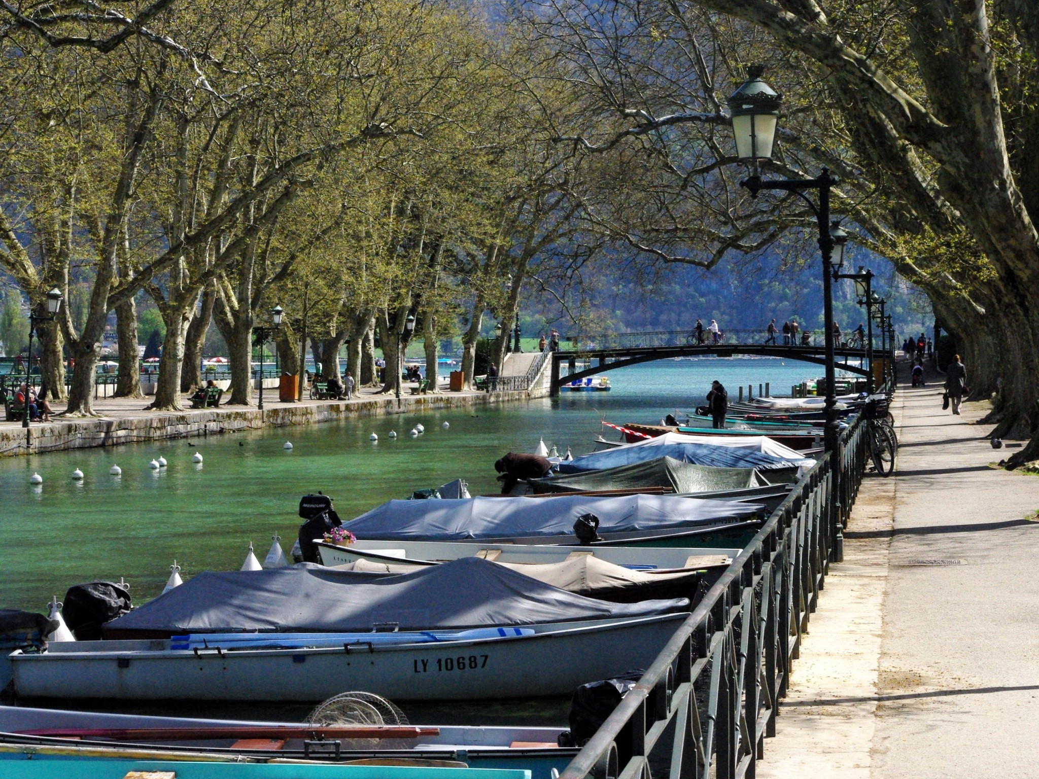 The romantic Pont des Amours in Annecy © French Moments