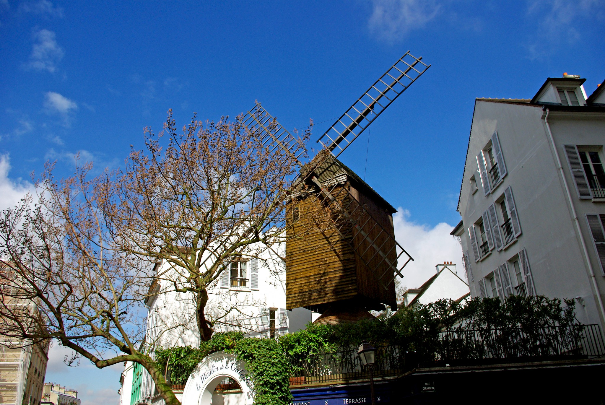 Montmartre Moulin Radet © French Moments