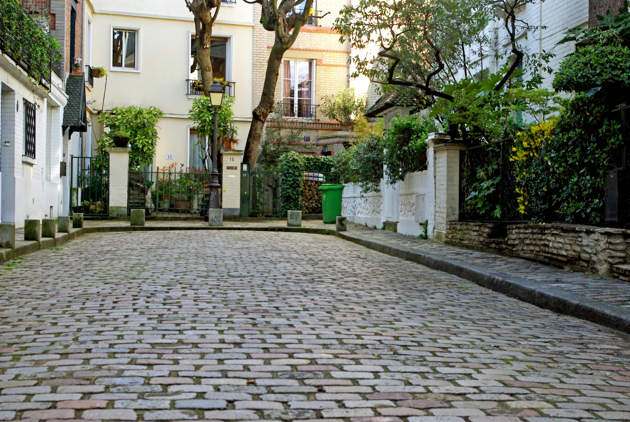 Cobblestones in the Villa Léandre, Montmartre © French Moments