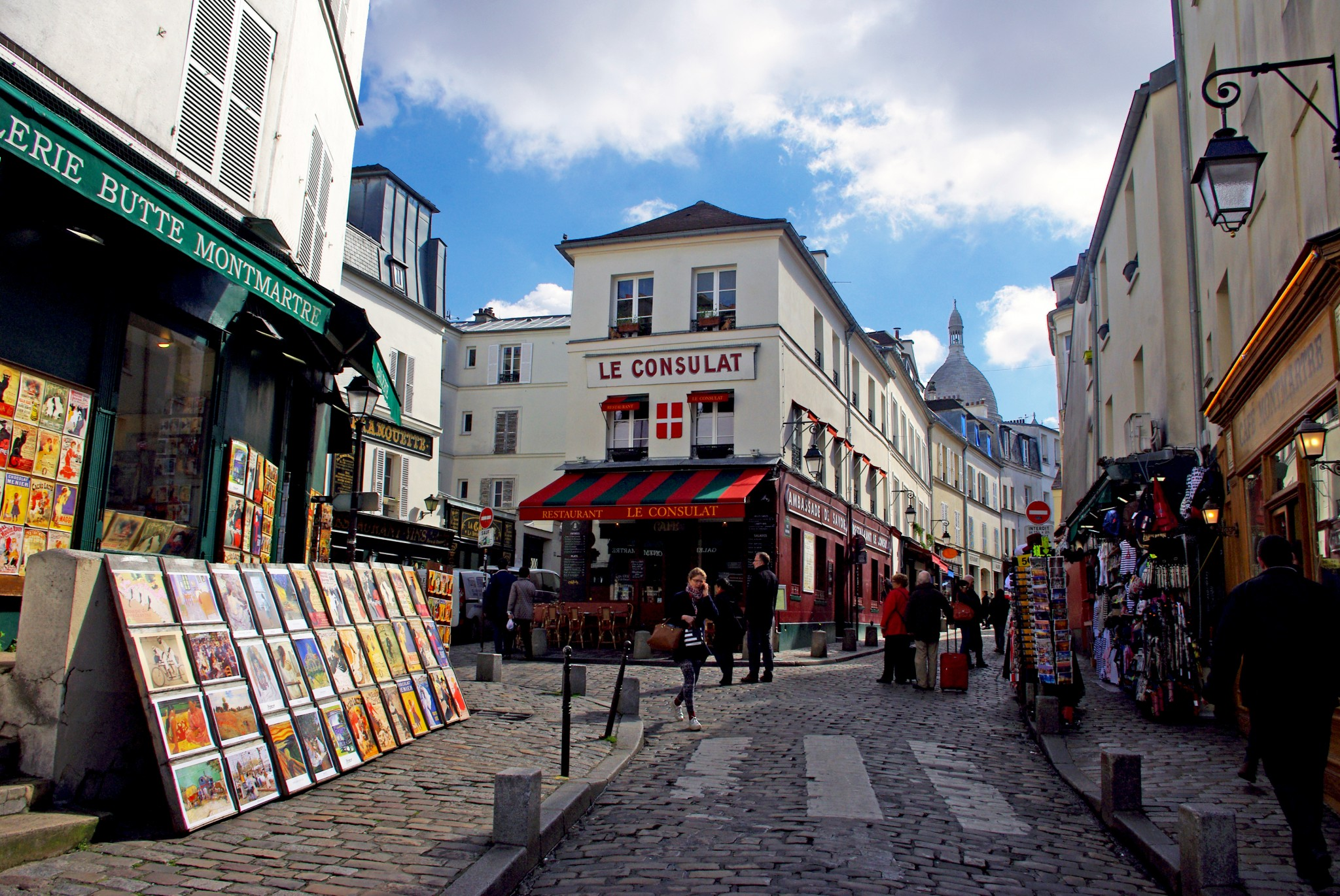 A very famous spot in the touristy part of Montmartre © French Moments