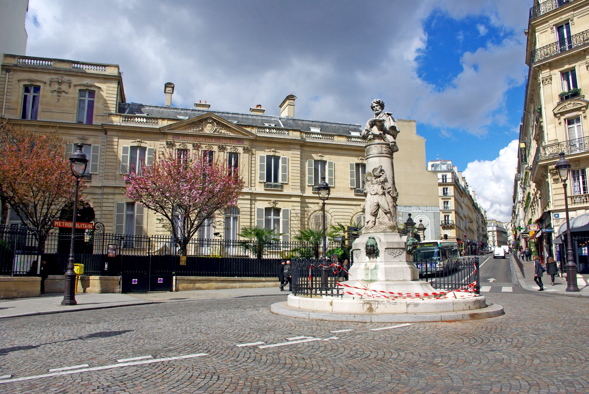 Place Saint-Georges in the 9th arrondissement, Paris © French Moments