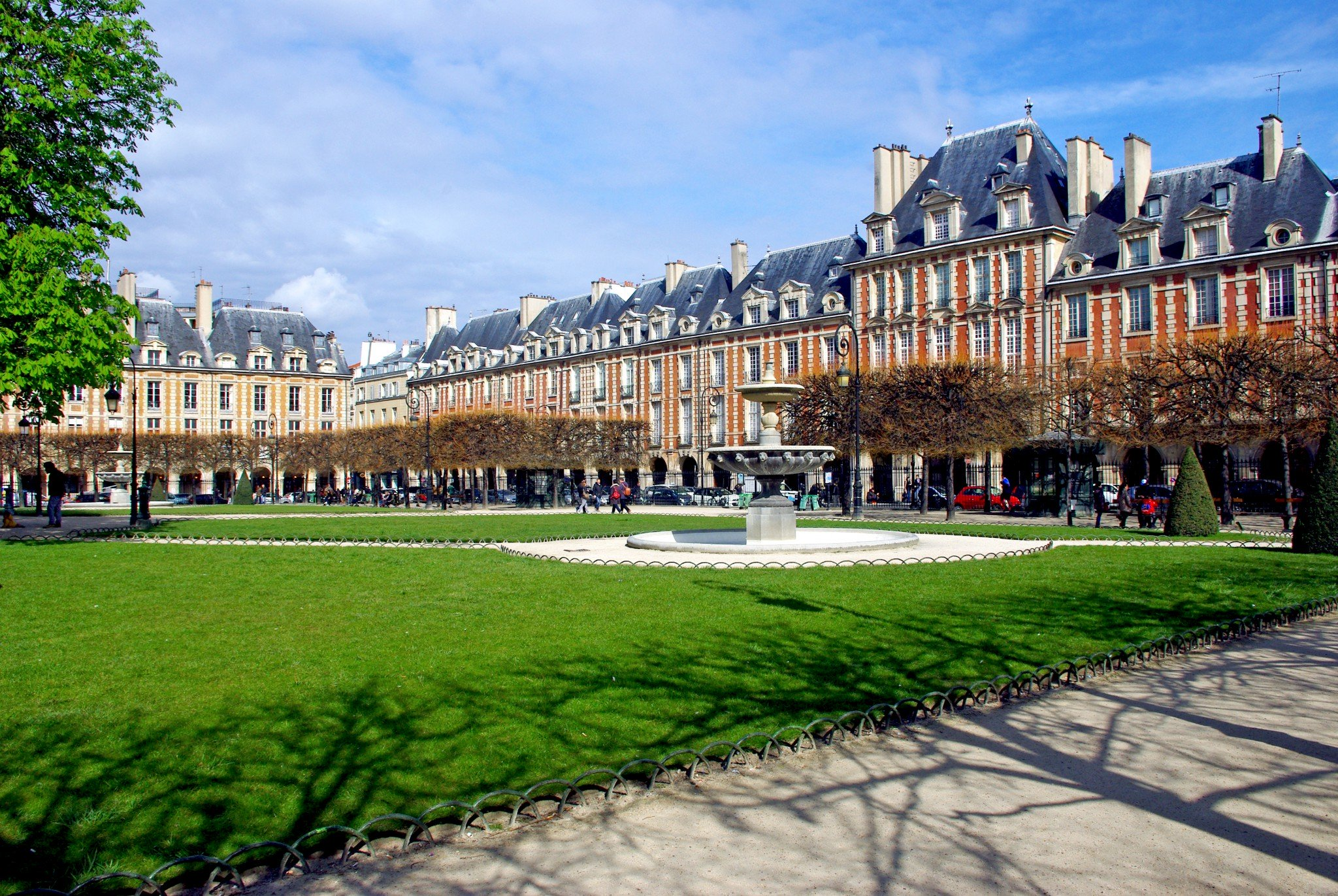 saturday morning on the place des vosges french moments. Black Bedroom Furniture Sets. Home Design Ideas