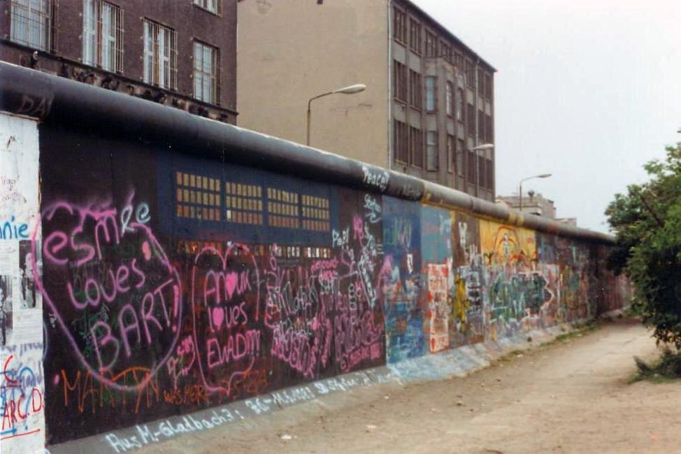 Berlin Wall in June 1989 - Public Domain - wikimedia commons