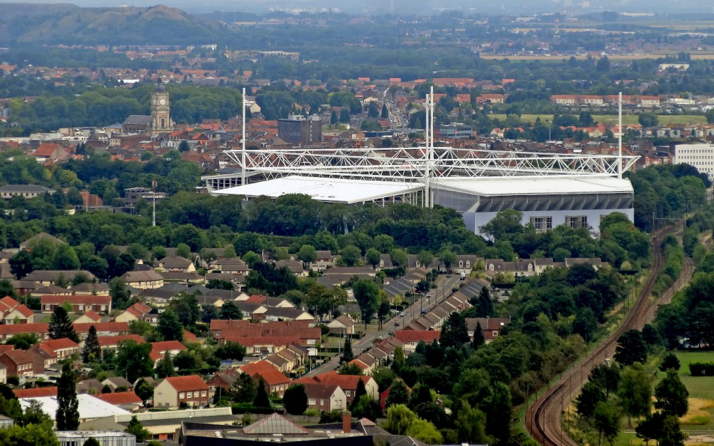 Bollaert Delelis Stadium in Lens © liondartois - licence [CC BY-SA 4.0] from Wikimedia Commons