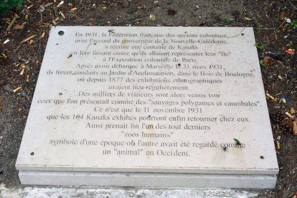 When the Jardin d'Acclimatation was a human zoo: the Commemorative Plaque at the entrance © French Moments