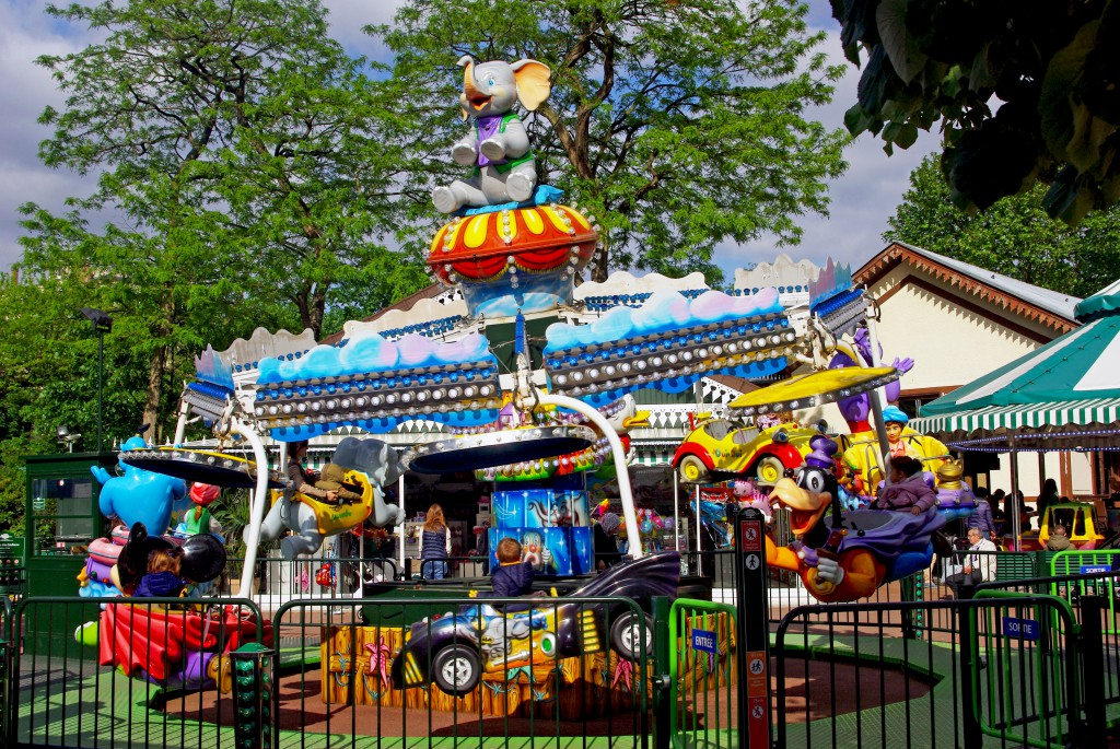 A Disney-theme ride in the Jardin d'Acclimatation © French Moments