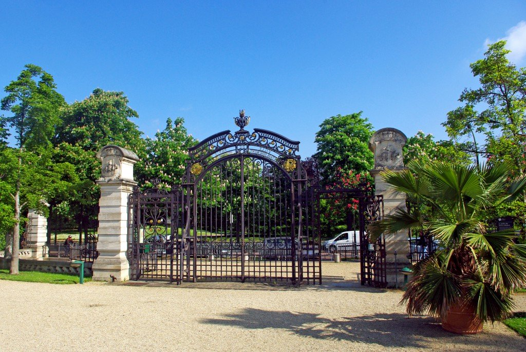 Entrance gate of the Jardin des Serres d'Auteuil © French Moments