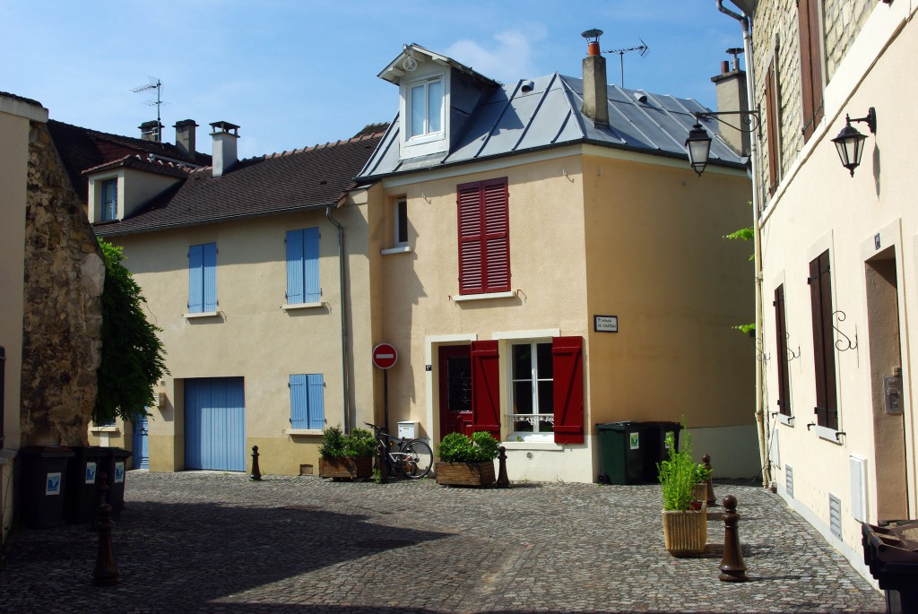 Another charming corner in the old part of Maisons-Laffitte © French Moments