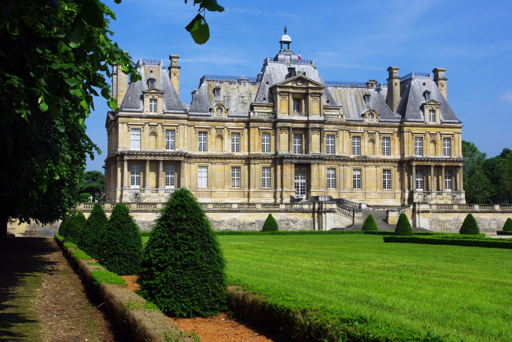 The château of Maisons-Laffitte from the gardens © French Moments