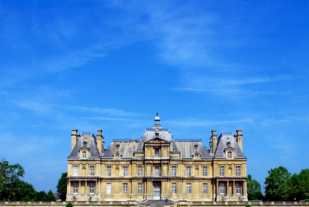 Summer is coming to Maisons-Laffitte from the gardens © French Moments