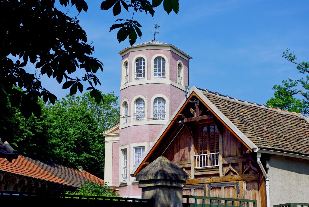 Astonishing stables in the park of Maisons-Laffitte © French Moments