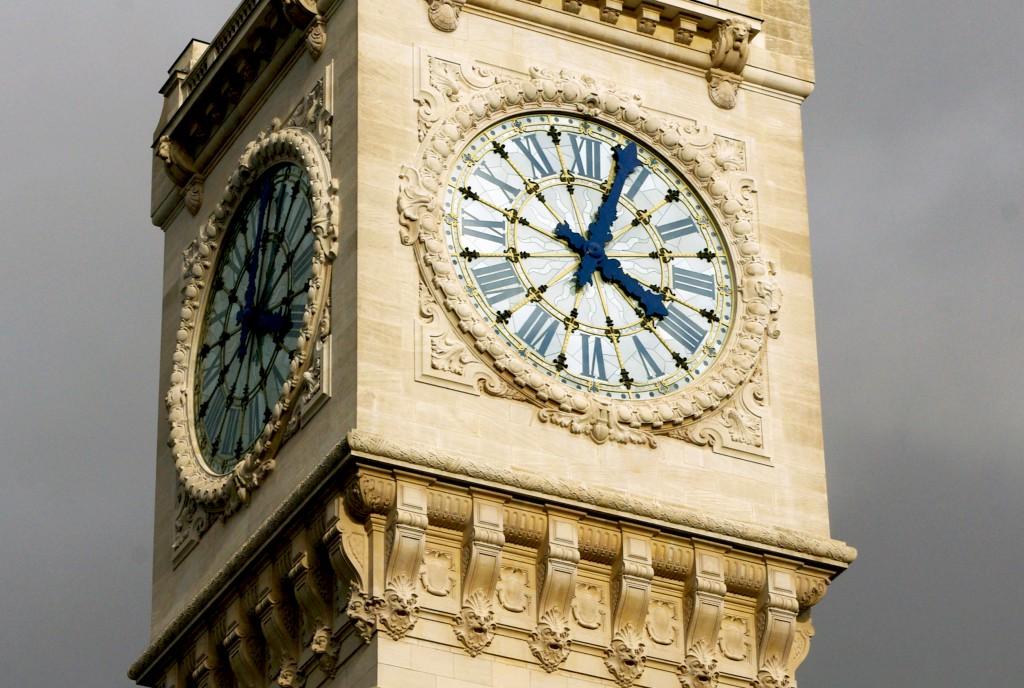 Public clocks of Paris © French Moments