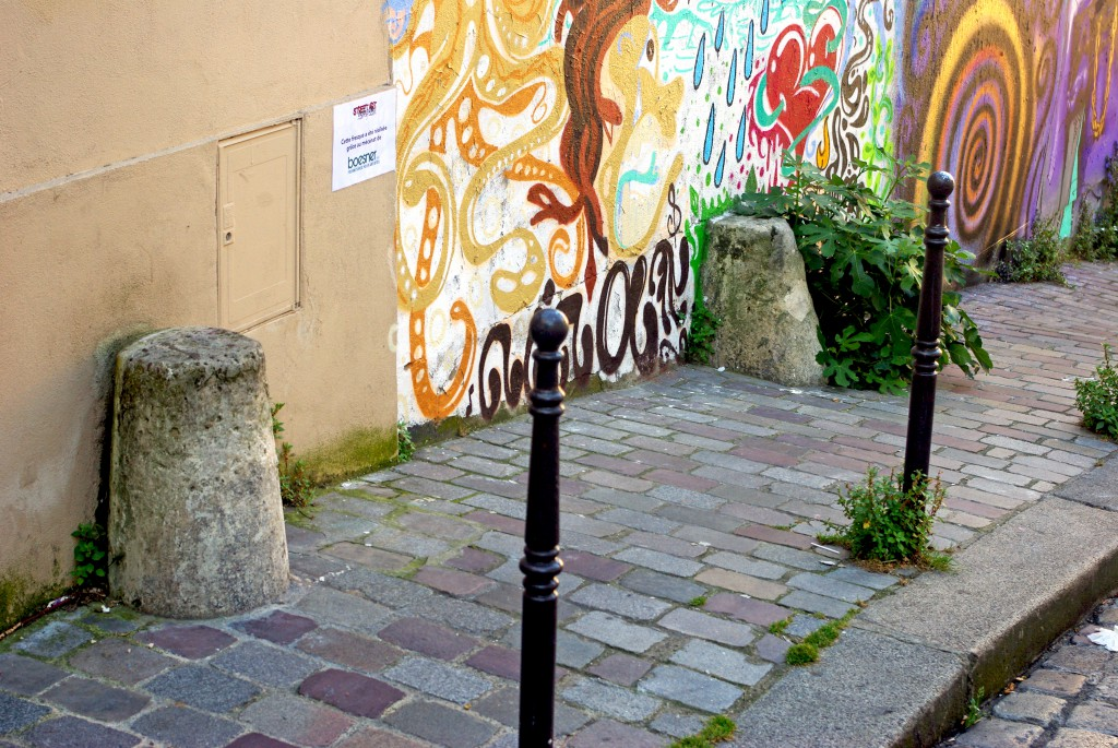 Guard stones in Paris