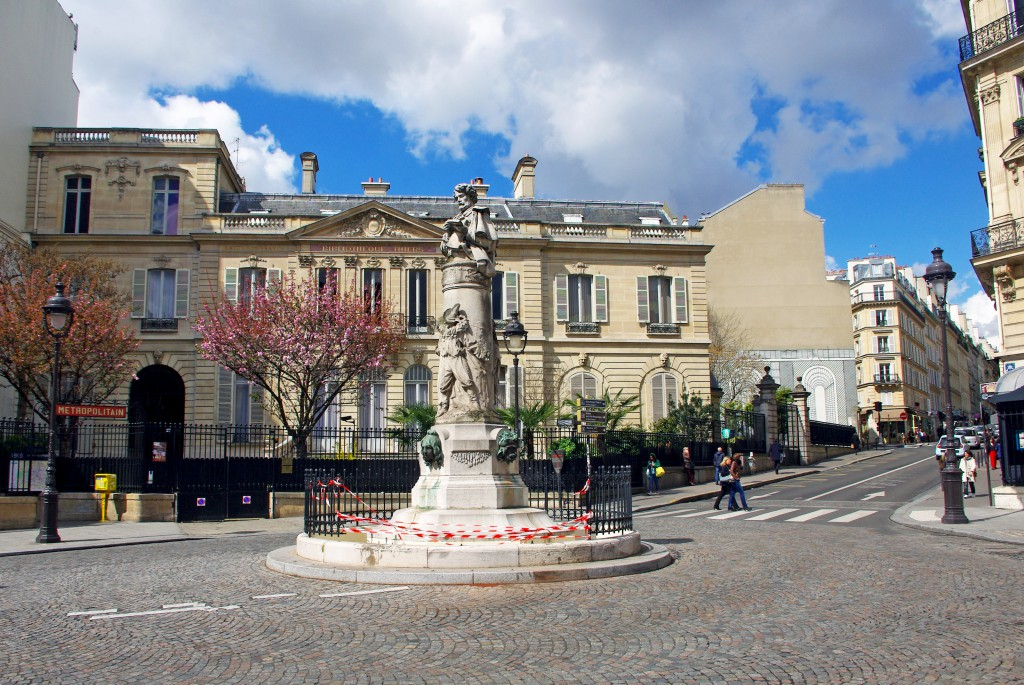 The Thiers Mansion behind the Gavarni monument © French Moments